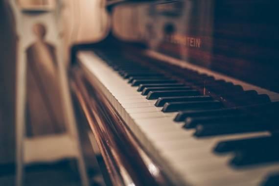 Lekcja gry na pianinie odc.1
